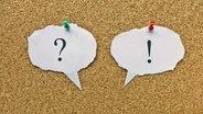 Auf einer Pinnwand sind ein Fragezeichen und ein Ausrufezeichen angepinnt. © imago/Steinach Foto: Steinach