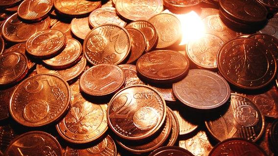 Viele Cent-Münzen liegen auf einem Haufen. © Naveros / photocase.de Foto: Naveros / photocase.de