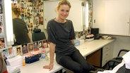 Schauspielerin Rhea Harder sitzt im Umkleideraum © dpa - Report Fotograf: Horst Ossinger