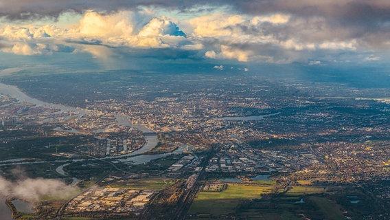 Eine Luftaufnahme von Hamburg. © picture alliance/JOKER Foto: Hady Khandani