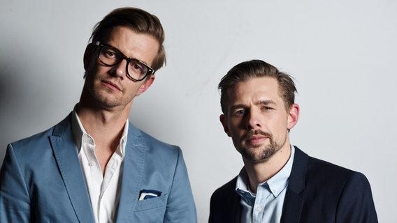 Die Moderatoren Joko und Klaas bei der 1LIVE Krone 2014. © dpa Foto: Jan Knoff
