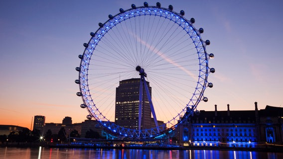 Blick auf London Eye © picture alliance / Photoshot
