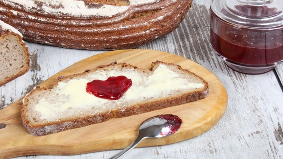 Brot mit Marmelade. © picture alliance / Arco Images GmbH Foto: J. Esch