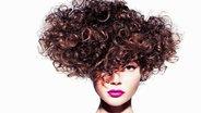 Lockige Haarfrisur © toni&guy