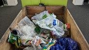 Eine Kiste mit Plastikmüll gefüllt. © N-JOY Fotograf: N-JOY