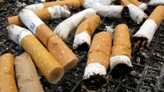 Zigarettenkippen © dpa - Bildfunk Foto: Stephan Jansen