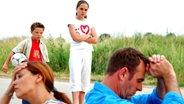 Kinder schauen enttäuscht auf ihre Eltern © imago stock Fotograf: Emil Umdorf