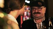 Mann im Gespräch. © Stefanie Gromes/NDR Fotograf: Stefanie Gromes