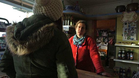 Zwei Frauen im Gespräch. © NDR/Lars Kaufmann Foto: Lars Kaufmann