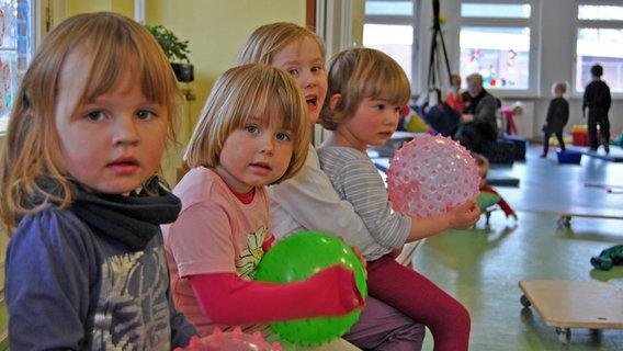 Mädchen im Kindergarten. © David Hohndorf/NDR Foto: David Hohndorf