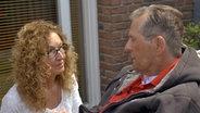 Eine Frau und ein Mann im Gespräch. © NDR/Benjamin Arcioli Fotograf: Benjamin Arcioli