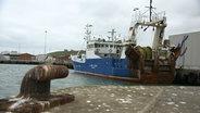 Der Fischkutter, die J. von Cölln, im Hafen.