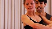 Zwei Balletttänzer beim Pas de deux.
