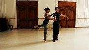 Zwei Balletttänzer beim Proben.