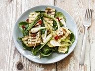Zu sehen ist ein Teller mit gekochtem Gemüse. © imago / Westend61