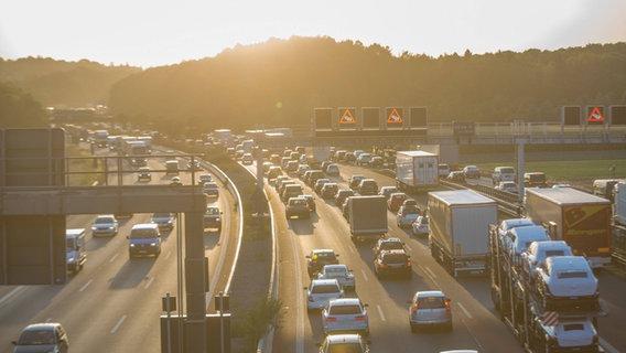 Ein Stau auf einer deutschen Autobahn. © imago/7aktuell Foto: 7aktuell