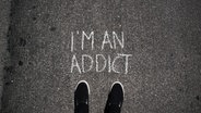 """Auf der Straße steht geschrieben """"I'm an addict"""". © Seleneos / photocase.de Foto: Seleneos"""
