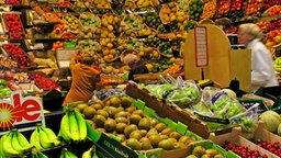 Obst in einem Supermarkt © picture alliance