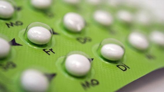 Eine Blister der Anti-Baby-Pille © picture alliance / dpa Themendienst Foto: Andrea Warnecke