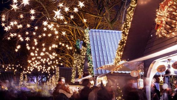 Ein Weihnachtsmarkt. © imago/Future Image Foto: Future Image