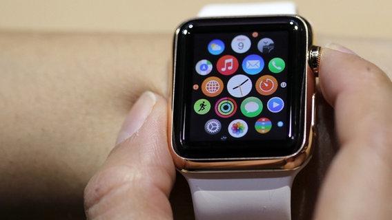 Die neue Apple Watch © dpa Bildfunk Foto: Kay Nietfeld