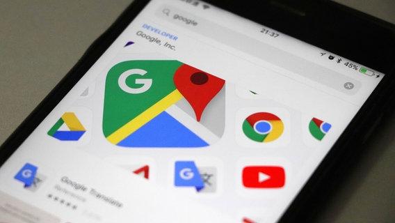 Das Bild zeigt ein Handydisplay mit dem Google-Maps-Logo © picture alliance/Zhao Xiaojun/Imaginechina/dpa Foto: Zhao Xiaojun