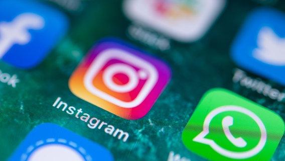 Das Instagram-Logo auf einem Smartphone. © picture alliance/dpa Foto: Fabian Sommer