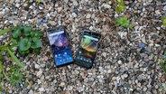 Neue Nokia-Smartphones liegen auf Steinen. © N-JOY Fotograf: Eva Köhler
