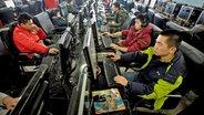 Ein chinesisches Internetcafe 2009 © dpa - Report Foto: epa Diego Azubel