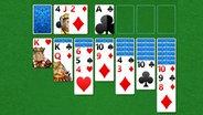 Karten sind für das Spiel Solitär aufgereiht. © Solitär Foto: Screenshot