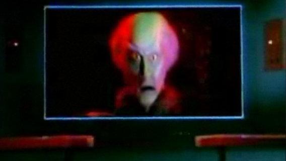 Das Bild zeigt ein Alien auf dem Monitor an Bord der Enterprise © CBS Entertainment