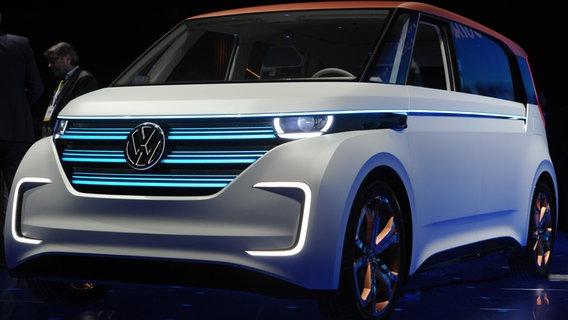 VW zeigt auf der CES 2016 in Las Vegas neue Elektro-Autos © NDR Foto: Andrej Sokolow