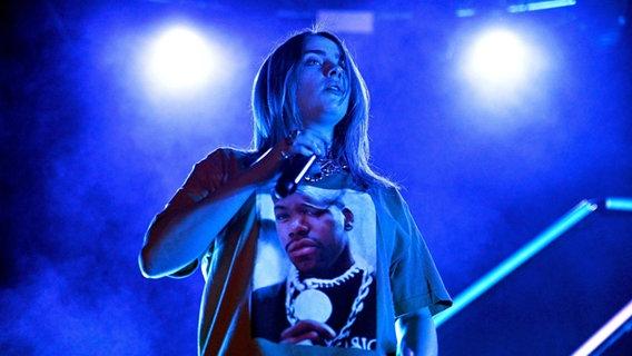 Billie Eilish auf der Bühne. © IMAGO / UIG Foto: massimo barbaglia/marka