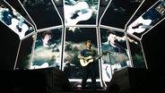 Zu sehen ist Ed Sheeran bei seinem Konzert in Hamburg in der Barclay Card Arena. © NDR Fotograf: Mirko Hannemann
