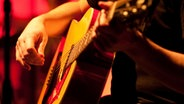 Gitarre © NDR Foto: Sebastian Gerhard
