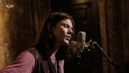 Das Bild zeigt James Bay bei einer N-JOY Homesession in seiner Küche. © James Bay / Universal Music Foto: Screenshot