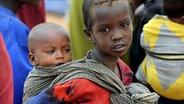 Zwei afrikanische Kinder © dpa