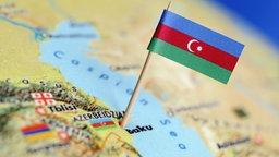 Flagge Aserbaidschans in Landkarte © picture alliance / ANP