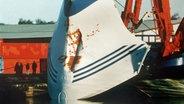 Die Bugklappe der MS Estonia wird geborgen © dpa - Bildarchiv