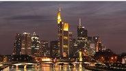 Skyline von Frankfurt am Main bei Nacht © de.wikipedia.org