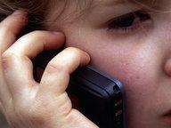 Ein Kind mit Handy © Picture-Alliance