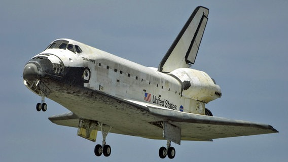 Fliegendes Space Shuttle © picture alliance / landov