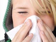 Frau putzt sich die Nase © Fotolia Fotograf: SK.- P. Adler