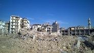 Das Bild zeigt zerstörte Häuser in der syrischen Stadt Aleppo. © picture alliance / Timur Abdullaev/NewsTeam/dpa Fotograf: Timur Abdullaev