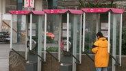 Bild zeigt eine Telefonzelle © dpa