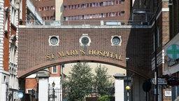 Blick auf das St. Mary's Hospital in London, wo Prinz William und seine Frau Kate ihr erstes Kind erwarten. © picture alliance / dpa Fotograf: Friso Gentsch