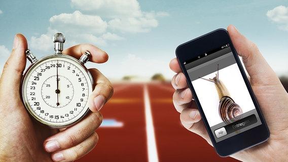 Jeweils eine Hand hält eine Stoppuhr und ein Smartphone mit dem Bild einer Schnecke. © fotolia.com Foto: Ovidiu Lordachi, Anatoliy Babiy