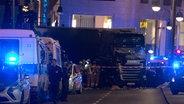 Ein Lastwagen steht am 19.12.2016 in der Nähe der Gedächtniskirche in Berlin. ©  dpa - Bildfunk Fotograf: Paul Zinken