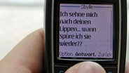 Handy-Display mit SMS © NDR