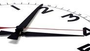 Zifferblatt einer Uhr © picture-alliance/chromorange